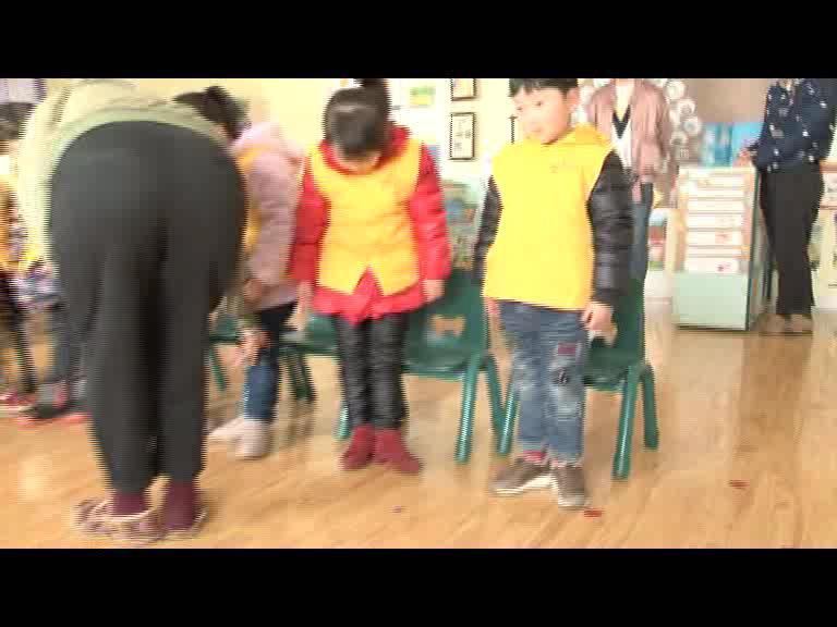 洋河新区紫金名门幼儿园的第一节小主持课.