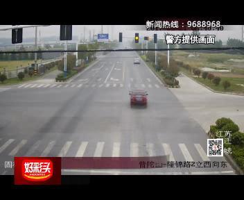 惊险:驾驶员走错路 双黄线调头被撞飞